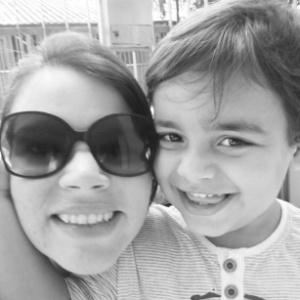 Ana Carolina Ferrão e seu filho Pietro, de 3 anos e nove meses, que tem autismo - Acervo pessoal