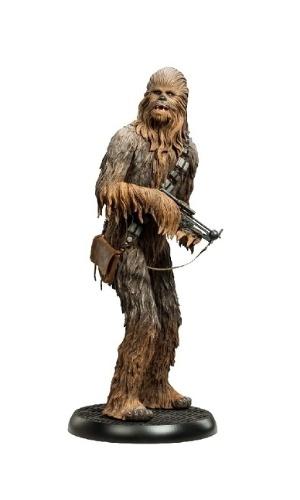Chewbacca Premium Format Figure, da marca Sideshow Collectibles, com cerca de 60 cm de altura. À venda na Loja Mundo Geek por R$ 2.199,90