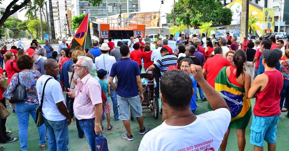 4.mar.2016 - No Recife (PE), ato defende o ex-presidente Luiz Inácio Lula da Silva (PT). Petistas e movimentos sociais chamam a militância para as ruas após a 24ª fase da Operação Lava Jato colocar Lula como principal investigado