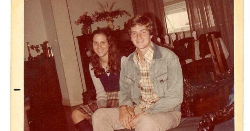 Ainda namorados, Sylvia Jane e Marcelo Crivella posam para foto em 1976