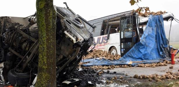 Vítima fatal é o motorista do ônibus, que transportava 12 estudantes nesta segunda