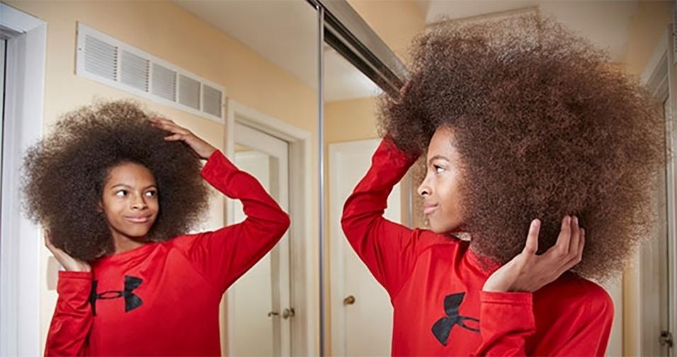 30.nov.2016 - O americano Tyler Wright é dono do maior cabelo afro masculino do mundo. O look tem 25,4 cm de altura, 22,9 cm de largura e 177 cm de circunferência. O garoto, de apenas 13 anos, acaba de garantir um lugar na edição de 2017 do Guinness World Records