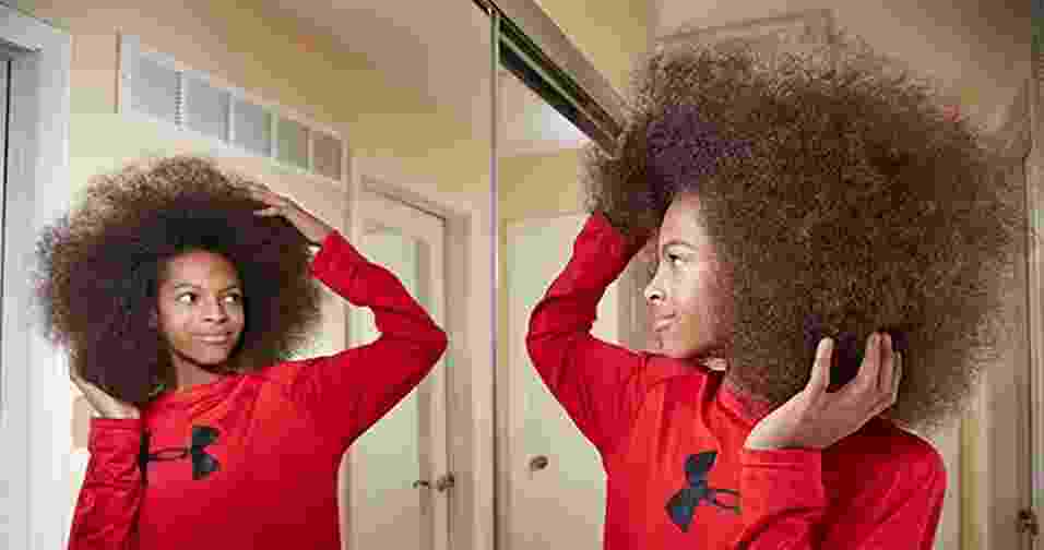 30.nov.2016 - O americano Tyler Wright é dono do maior cabelo afro masculino do mundo. O look tem 25,4 cm de altura, 22,9 cm de largura e 177 cm de circunferência. O garoto, de apenas 13 anos, acaba de garantir um lugar na edição de 2017 do Guinness World Records - Guiness World Records