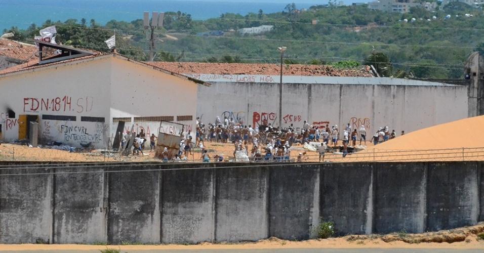 Presos de facções rivais entram em confronto no pátio da Penitenciária de Alcaçuz, no Rio Grande do Norte