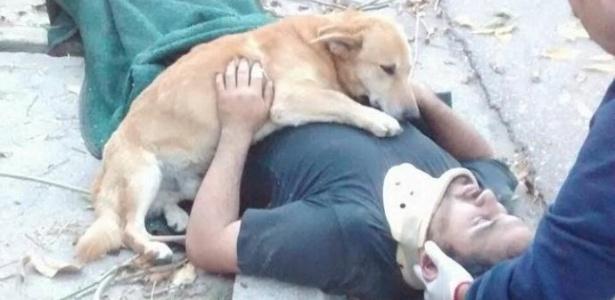 Cão Tony e seu dono Jesus Hueche