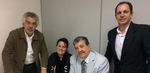 """A equipe do """"Mães da Luz"""" com o coordenador, Miguel Tortorelli (o segundo, da direita para a esquerda) - Janaina Garcia/UOL"""