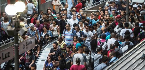 Movimentação intensa no terminal da Luz, região central de São Paulo