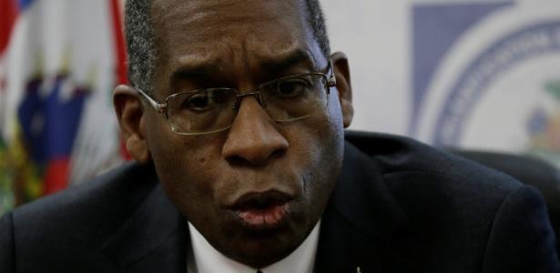 15.fev.2018 - Ministro de Relações Exteriores do Haiti, Antonio Rodrigue, em coletiva de imprensa sobre o escândalo de prostituição que envolve a Oxfam
