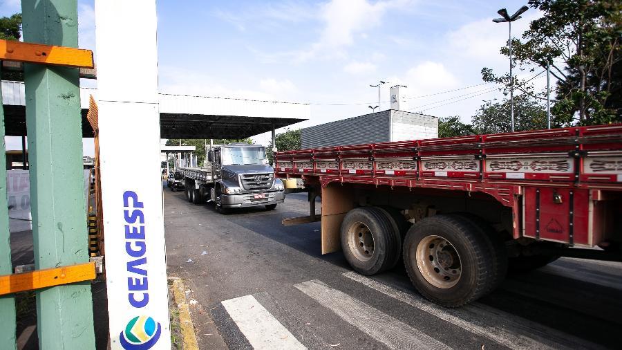 Os caminhões carregando os alimentos deixaram o entreposto da Ceagesp, na capital paulista, por volta das 4h da manhã e chegaram ao destino por volta das 9h - Newton Menezes/Futura Press/Estadão Conteúdo