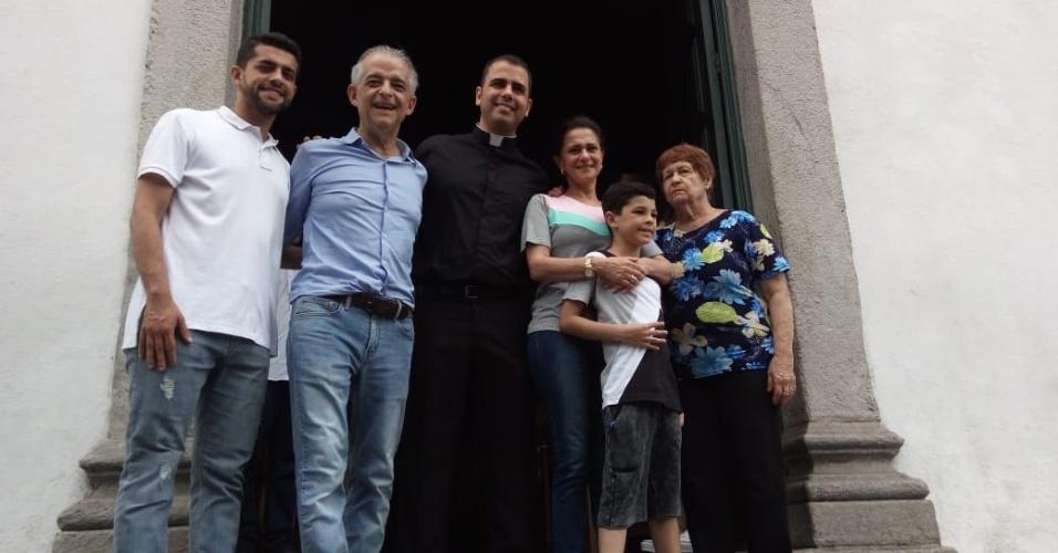 Márcio França, candidato ao governo de SP, com a família na igreja Matriz de São Vicente, litoral paulista