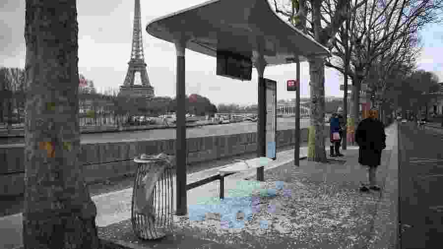 Manhã de domingo (9) em Paris, França, depois de um sábado de confrontos violentos - Erica Feferber/AFP