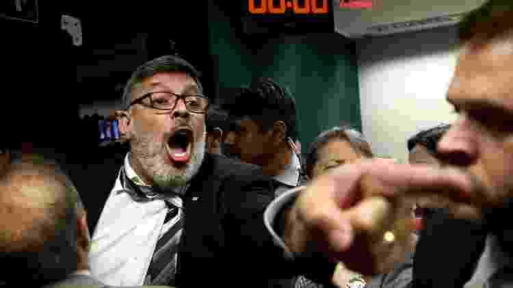 O deputado Alexandre Frota (PSL-SP) discute com o deputado Zeca Dirceu (PT-PR); sessão foi encerrada após uma confusão generalizada, que começou quando o deputado Glauber Braga (PSOL-RJ) chamou Moro de ladrão - Pedro Ladeira/Folhapress - Pedro Ladeira/Folhapress