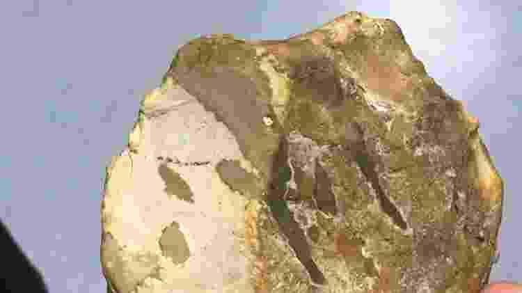 Pedra lascada original encontrada no sítio arqueológico da Jordânia - Bruna Souza Cruz/UOL