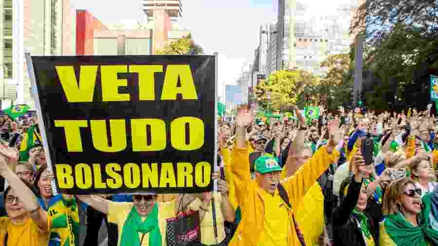 25.ago.2019 - Manifestantes se reúnem na avenida Paulista, em São Paulo, em protesto contra o projeto de lei de abuso de autoridade - Daniel Teixeira/Estadão Conteúdo