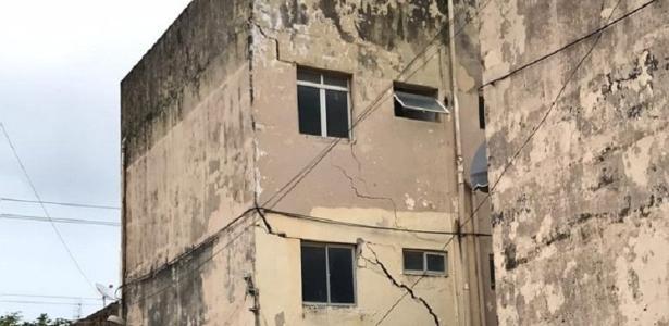 Mais de 40 mil pessoas afetadas | Defesa Civil interdita quarteirões em bairro que está afundando em Maceió