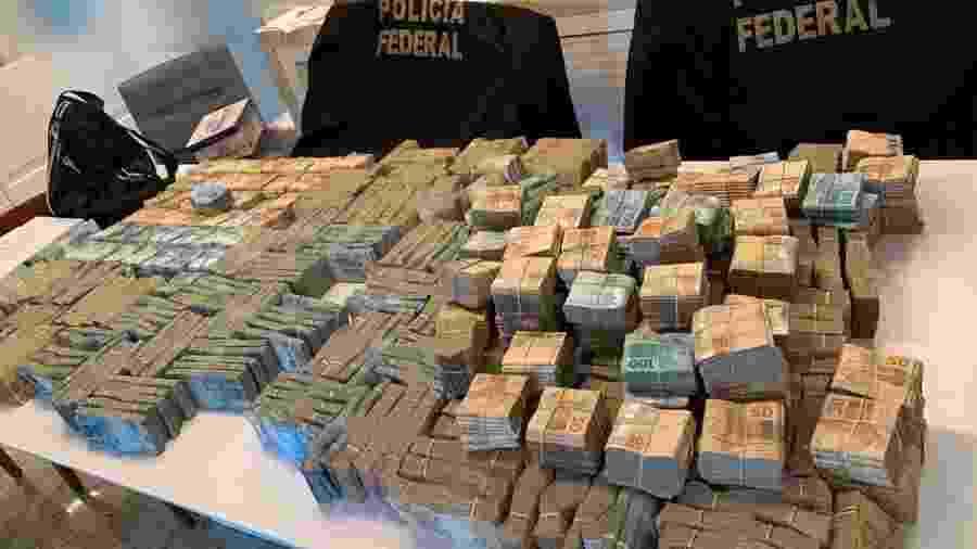 Quantia em dinheiro foi apreendida na residência de um empresário investigado no Rio de Janeiro - Divulgação/PF-RJ