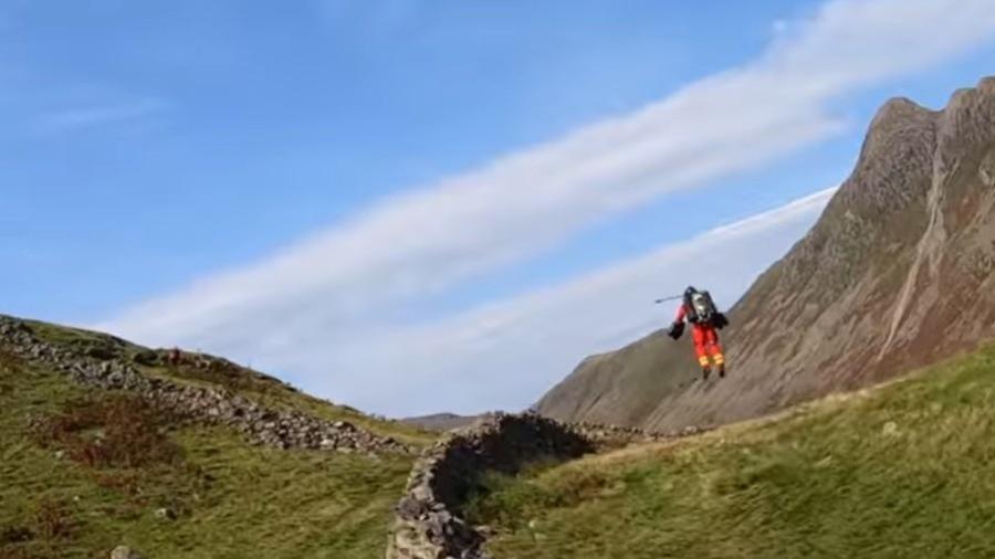 Colete propulsor foi testado em parque nacional no Reino Unido  - Reprodução/YouTube
