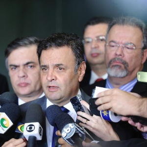 """""""É tudo muito acintoso o que está sendo feito pela presidente Dilma"""", disse Aécio"""