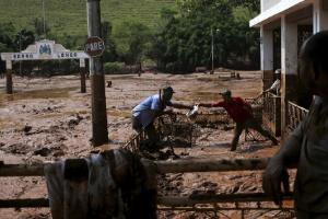 Fundação prevê retirar apenas 5% do volume de lama vazado em Mariana (Foto: Ricardo Moraes/Reuters)