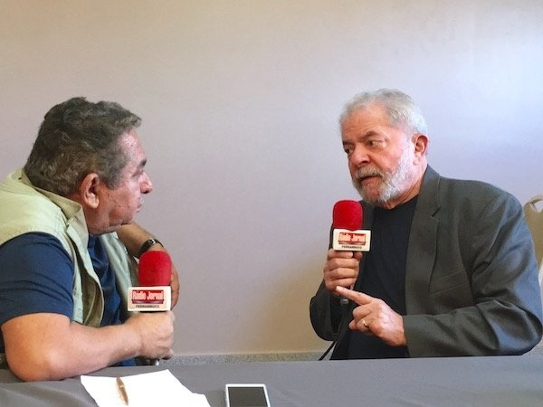 12.jul.2016 - O ex-presidente Luiz Inácio Lula da Silva concede entrevista à rádio Jornal, do Recife (PE). Na entrevista, Lula disse que só volta a ser candidato em 2018 se o Brasil não der certo e se começarem a destruir as políticas sociais