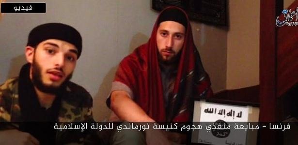 Abdel Malik Petitjean (à dir.), um dos autores do atentado na igreja francesa