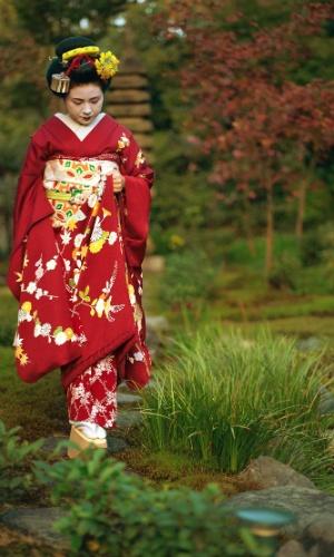 9.ago.2016 - Uma gueixa em Kyoto, Japão. Consideradas um símbolo da cultura japonesa, as gueixas são raras. Há menos de 2 mil e a maioria vive em Kyoto