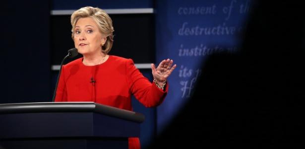 A candidata democrata Hillary Clinton fala durante debate em Hempstead, Nova York