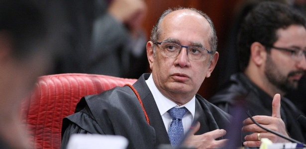 O presidente do TSE, ministro Gilmar Mendes, preside sessão do tribunal