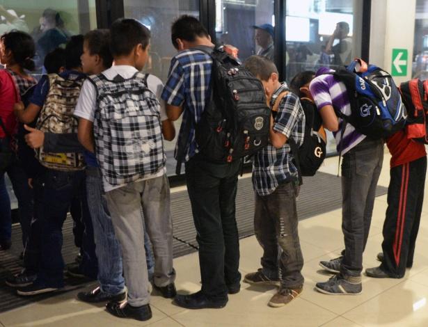 Grupo de 16 crianças guatemaltecas capturadas no México enquanto tentavam cruzar ilegalmente para os EUA