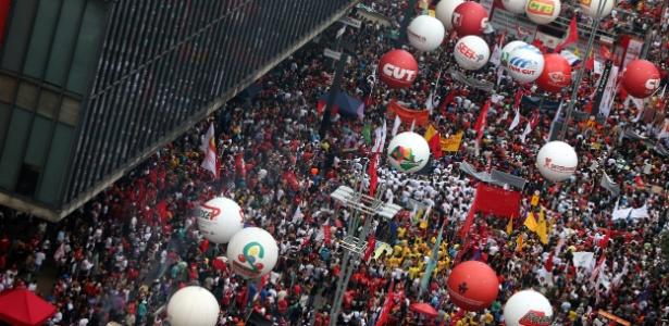 Trabalhadores e sindicalistas protestam na avenida Paulista, em SP, contra a reforma