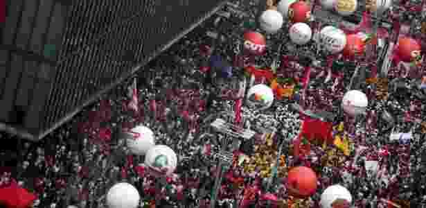 Trabalhadores e sindicalistas protestam na avenida Paulista, em SP, contra a reforma - Nilton Fukuda/Estadão Conteúdo