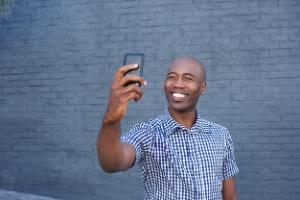 Aprenda a limitar quem pode ver seus stories no Instagram (Foto: iStock Photo)