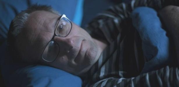 O médico Michael Mosley participou como voluntário de uma pesquisa que mostrava a relação entre a falta de sono e o aumento de apetite