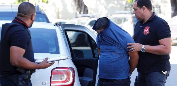12.set.2017 - Bombeiro suspeito de integrar esquema de venda de alvarás é preso no Rio