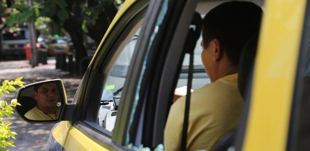 Taxista teve o carro roubado na tentativa de fuga dos assaltantes da loja da TIM