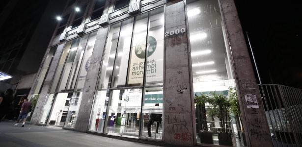 Fachada do prédio da Universidade Anhembi Morumbi, na avenida Paulista