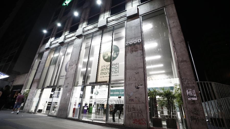 Fachada do prédio da Universidade Anhembi Morumbi, na avenida Paulista, em São Paulo - Eduardo Anizelli/Folhapress