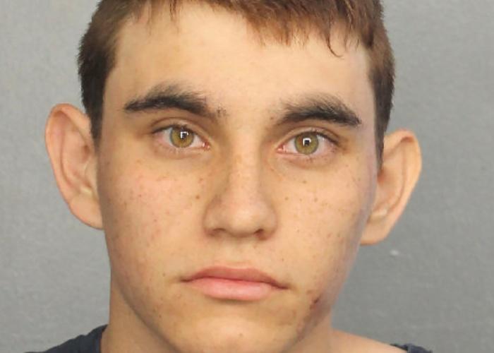 O atirador Nikolas Cruz foi levado à prisão do condado de Broward após os assassinatos