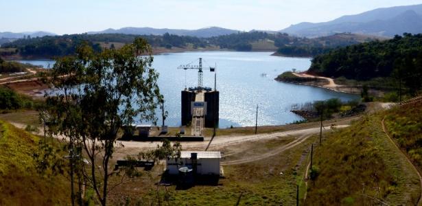 Vista da represa dos Rios Jacareí e Jaguari, do Sistema Cantareira, em Joanópolis (SP) - RENATO CÉSAR PEREIRA - 26.jul.2018/FUTURA PRESS/FUTURA PRESS/ESTADÃO CONTEÚDO