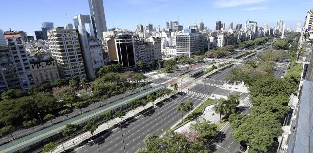 Vista aérea da avenida 9 de Julho, uma das principais de Buenos Aires, durante uma greve de transportes em abril de 2007