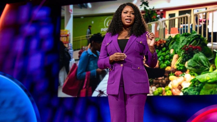 Jasmine Crowe, criadora do app Goodr, fala no TEDWomen 2019 em Pal Springs, California, EUA - Jasmina Tomic/TED/Divulgação