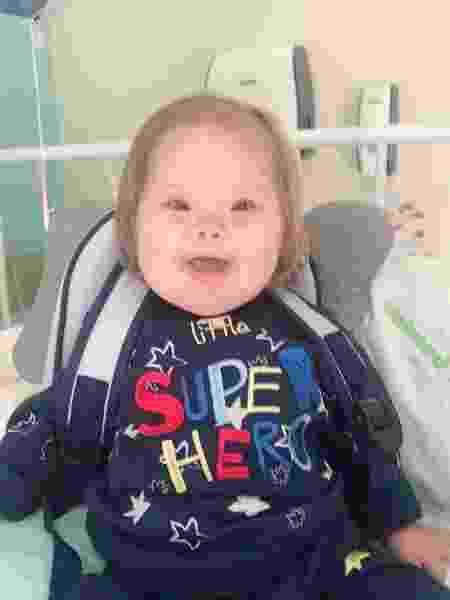Menino de 3 anos com síndrome de Down volta para casa após vencer covid-19 - reprodução/Instagram