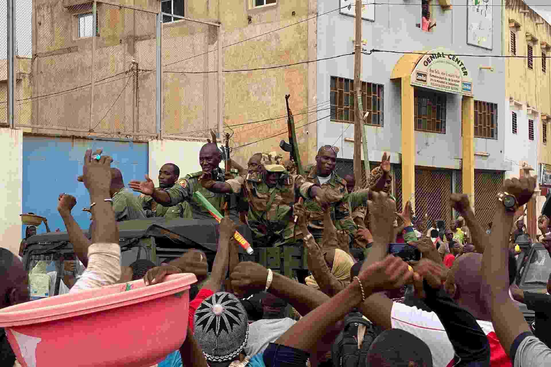 Militares armam motim e prendem primeiro-ministro e presidente do Mali - Malik Konate/AFP