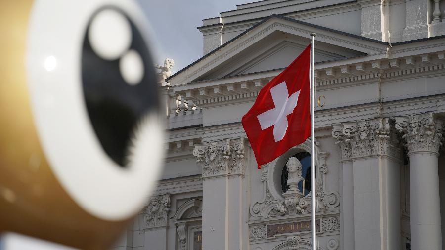 Bandeira da Suíça, Zurique - Getty Images