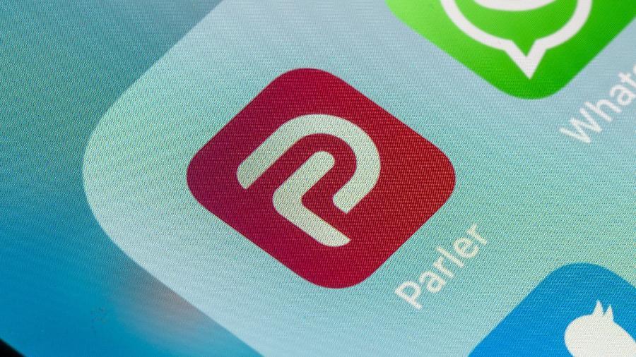 Parler deve voltar a iPhones e iPads após um banimento de mais de três meses - BackyardProduction/Getty Images