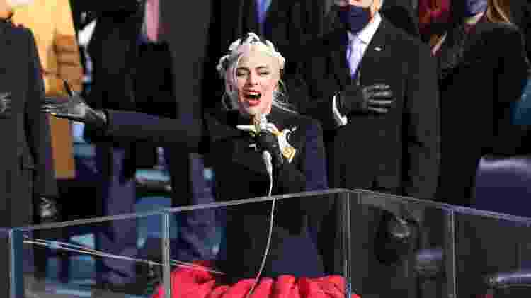 Lady Gaga canta o hino nacional dos EUA durante a cerimônia de posse de Biden - Alex Wong/Getty Images - Alex Wong/Getty Images