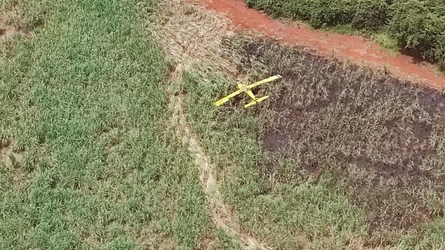 Um avião agrícola caiu e pegou fogo próximo à cidade de Conquista, interior de MG - Divulgação/CBMMG