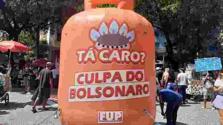 Protesto contra preço do gás em ato contra Bolsonaro no Rio - Marcela Lemos/UOL - Marcela Lemos/UOL