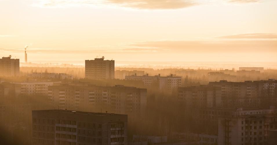 6.ago.2015 - David De Rueda registrou o pôr do sol do topo do prédio mais alto de Pripyat, cidade abandonada próximo a Chernobyl, na Ucrânia