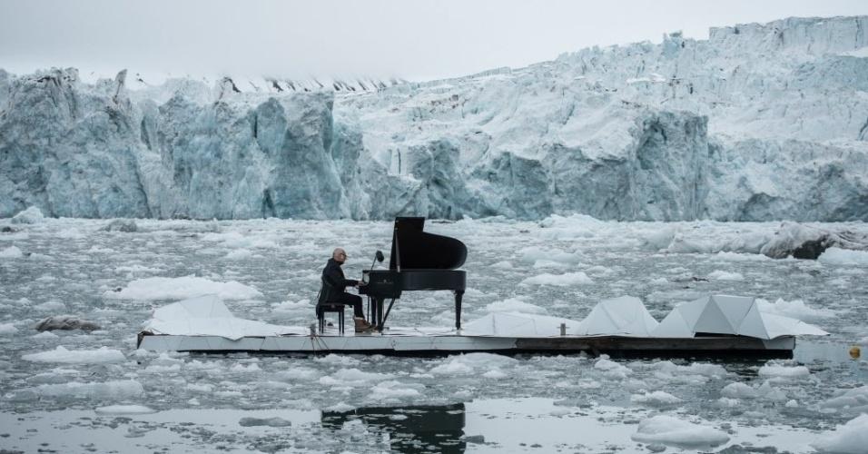 20.jun.2016 - O compositor e pianista italiano Ludovico Einaudi toca sua composição